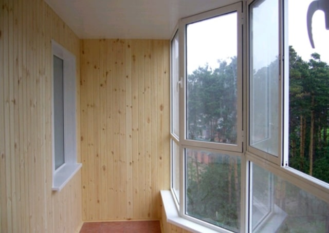osteklenije-balkonov-KBE