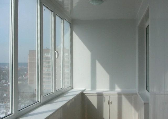osteklenije-balkonov-lodjii